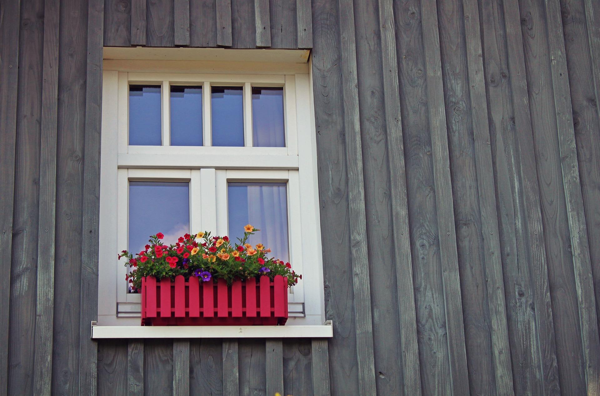 window-1601423_1920.jpg